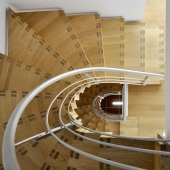 21 Faltwerktreppen halbgewendelt mit rundem Treppenauge