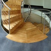 18 Austrittspodest von Wendel-Faltwerk-Treppen