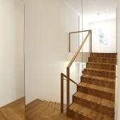 7 Podesttreppe Holzfaltwerktreppen mit holzgerahmten Handläufen